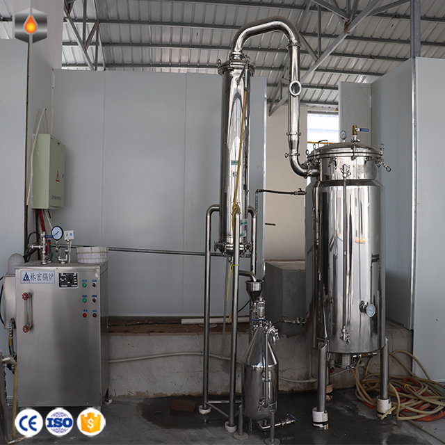 Industrial Hemp Extraction Equipment Essential Oil Distiller/CO2 Extractor 300L